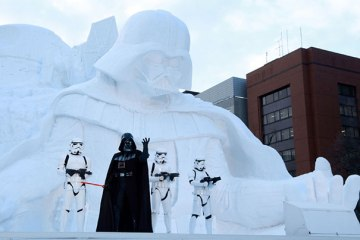 Massive-Snow-Sculpture-In-Japan's-Sapporo-Snow-Festival-6